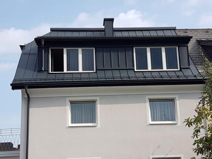 Dachpower-Referenz Bauvorhaben Gneis Prefalz-anthrazit