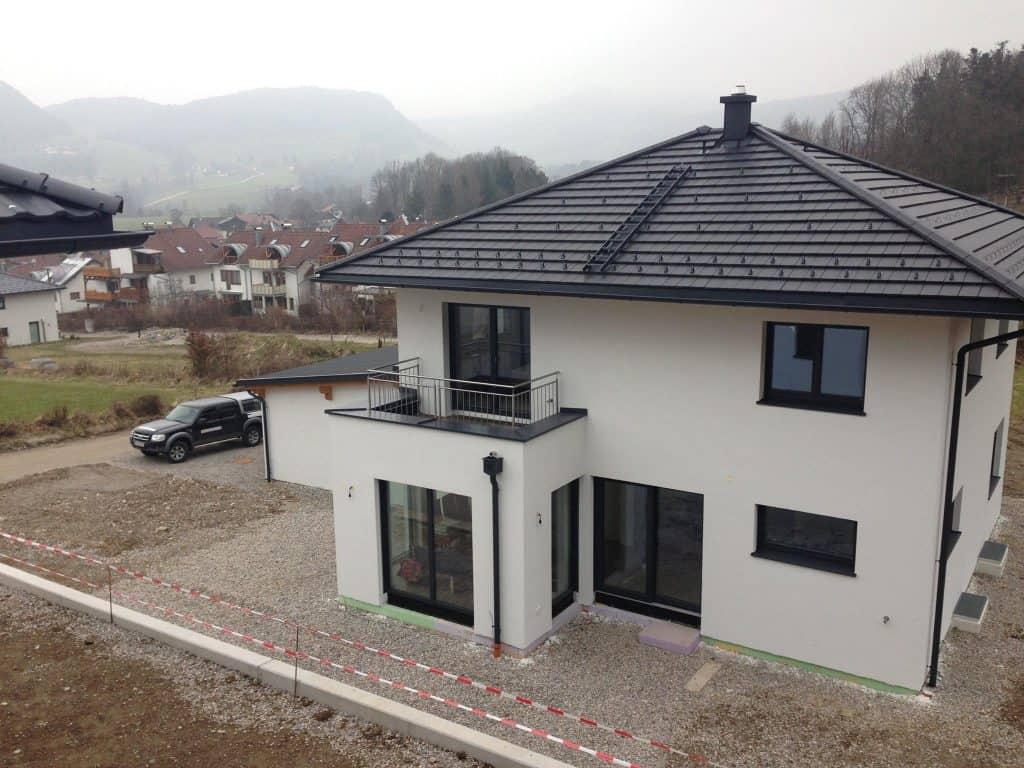 Dacheindeckung mit Tonziegel, Referenzen Dachpower Grödig Salzburg, Einfamilienhaus Adnet